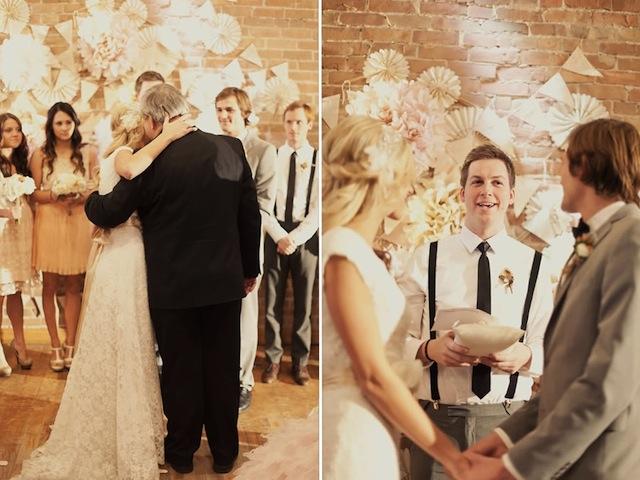 Romantische Hochzeit mit Baumzweigen und frischen Blumen im Weinkeller organisieren