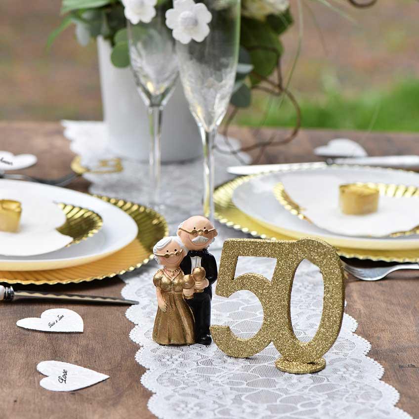 Schöne Figuren untermalen den feierlichen Anlass zum 50. Ehejubiläum