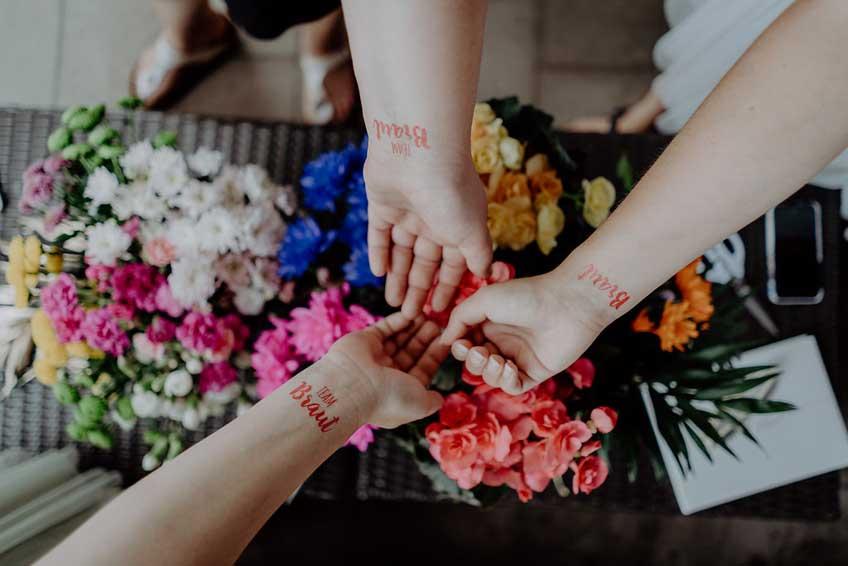 Mit Brautparty-Tattoos erschaffst du großartige Erinnerungsfotos © Christine Ladehoff Fotografie