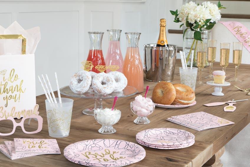 Dekorier deinen Bridal Brunch schön offen und hell - das Zauberwort? Pastell! :)