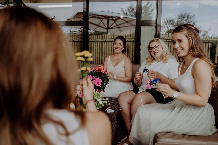 """Toller """"flower crown"""" Workshop bei der Brautparty 2018."""