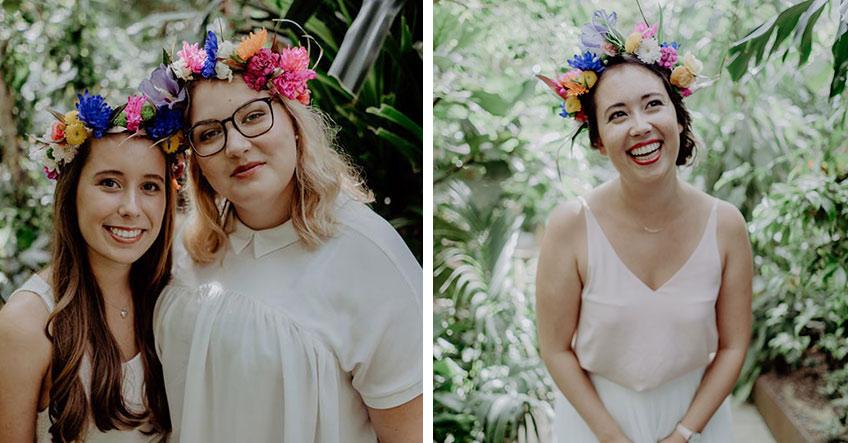 Braut und Brautjungfern mit fertigen DIY Blumenkränzen bei der Brautparty 2018.