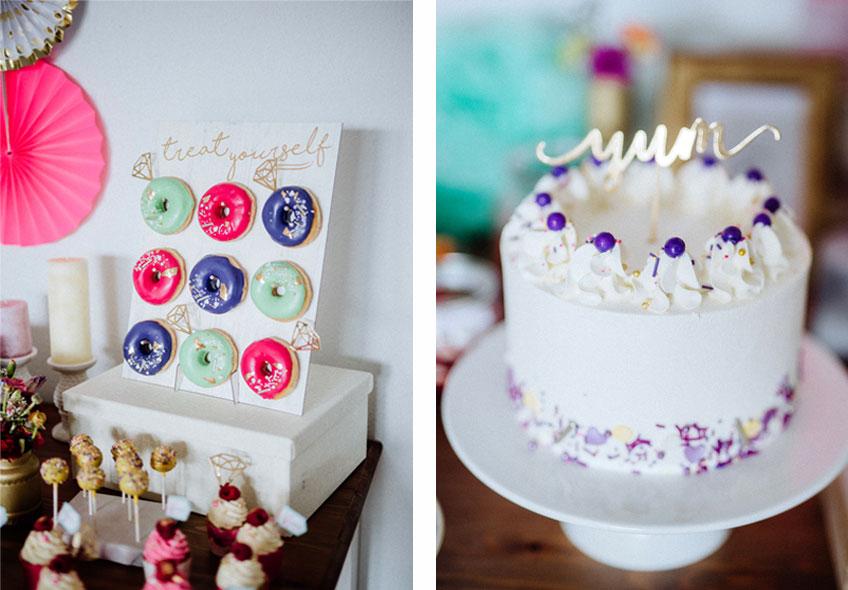 Pink, Lila & Mint auf Donuts und Torte - mit Picks und Sprenklern aus (Blatt-)Gold bekommen sie den letzten Schliff © Julia Löhning Fotografie