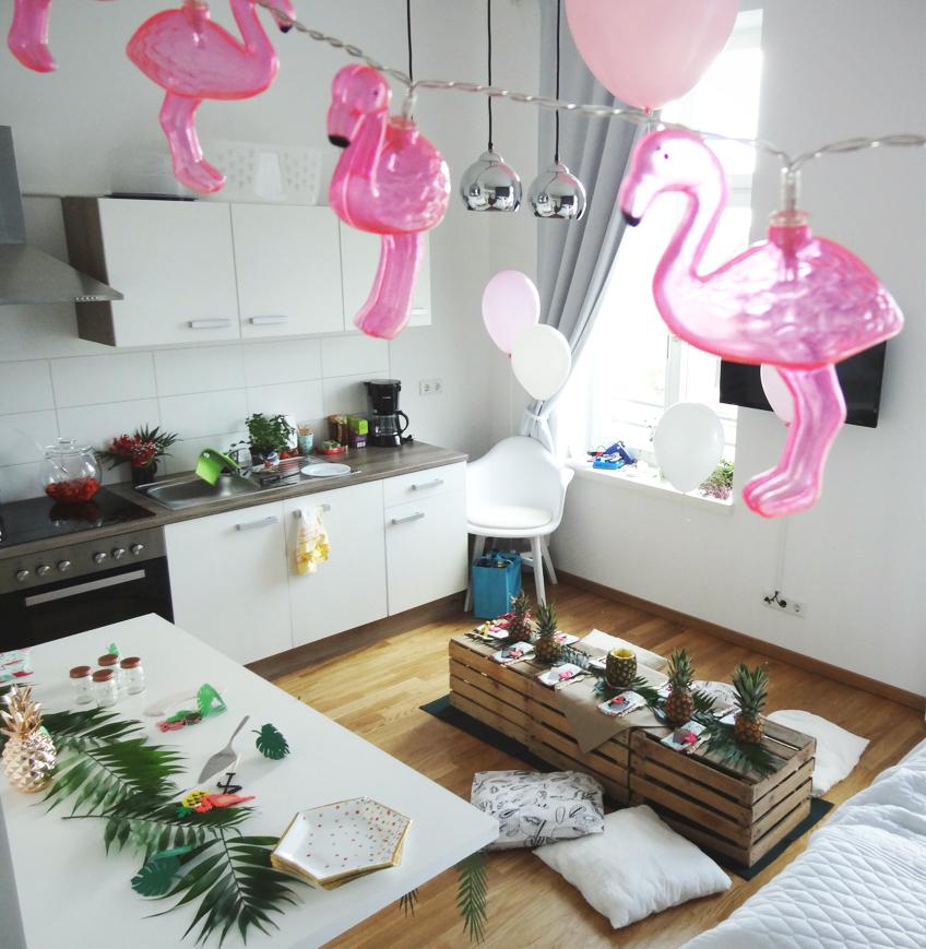 Lichterketten und andere coole Deko-Accessoires mit Flamingo-Motiv findet ihr in unserem Shop © Steffi's Hochzeitsblog