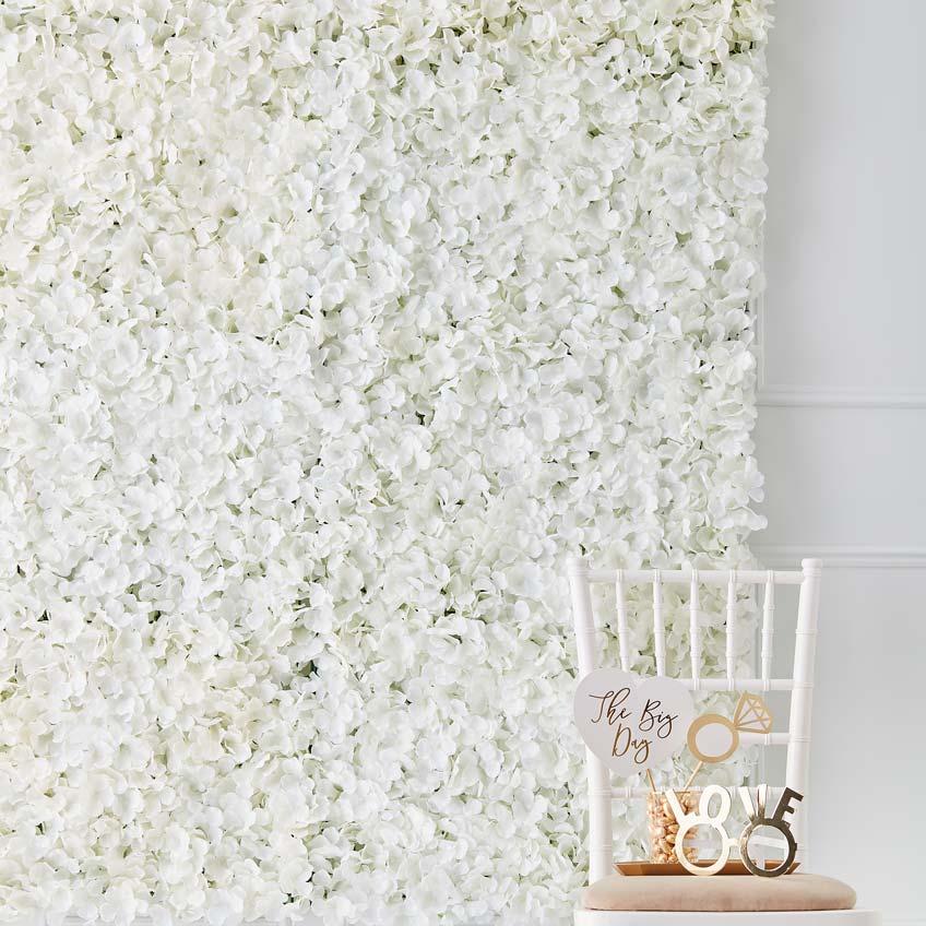 Blühende Brautparty-Deko - Wanddeko mit weißen Blüten