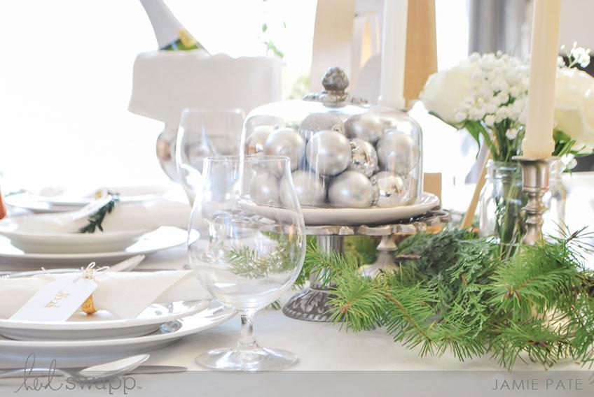 Weihnachtlicher Glanz lässt die Deko für das Hochzeitsjubiläum feierlich erstrahlen (c) Heidi Swapp