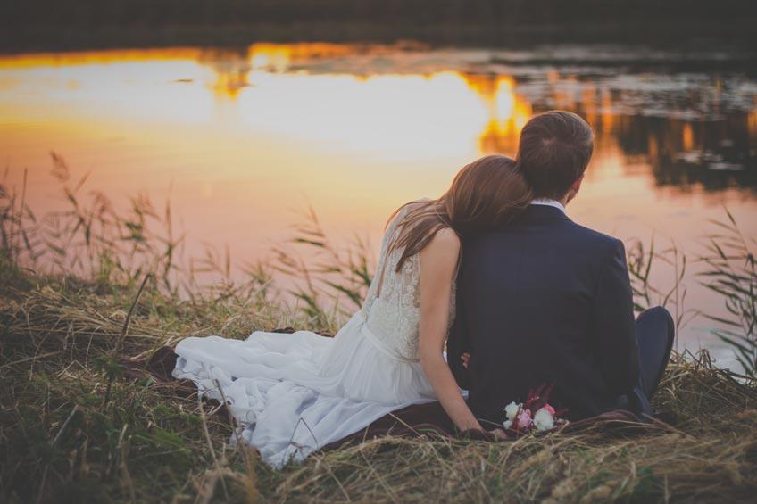 Die Hochzeit muss verschoben werden - schöne Ideen für das Brautpaar, den Tag dennoch zu genießen (c) freestocks on Unsplash