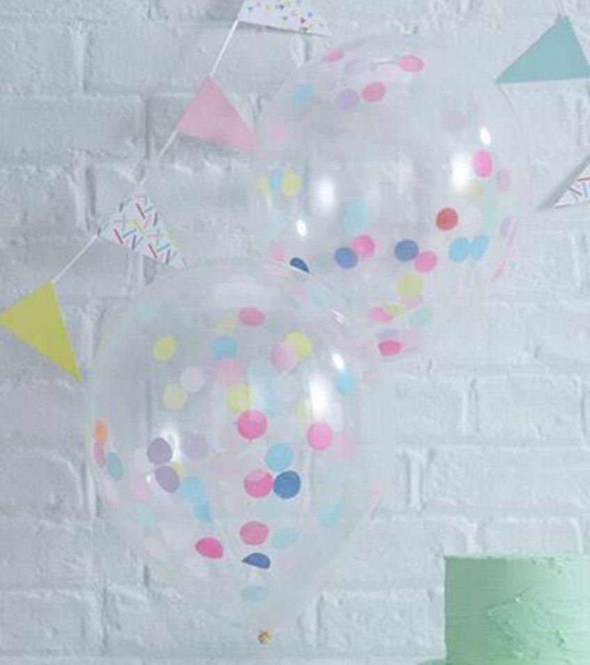Konfetti-Ballons als farbenfrohe Dekoration für die Hochzeit mit Kindern