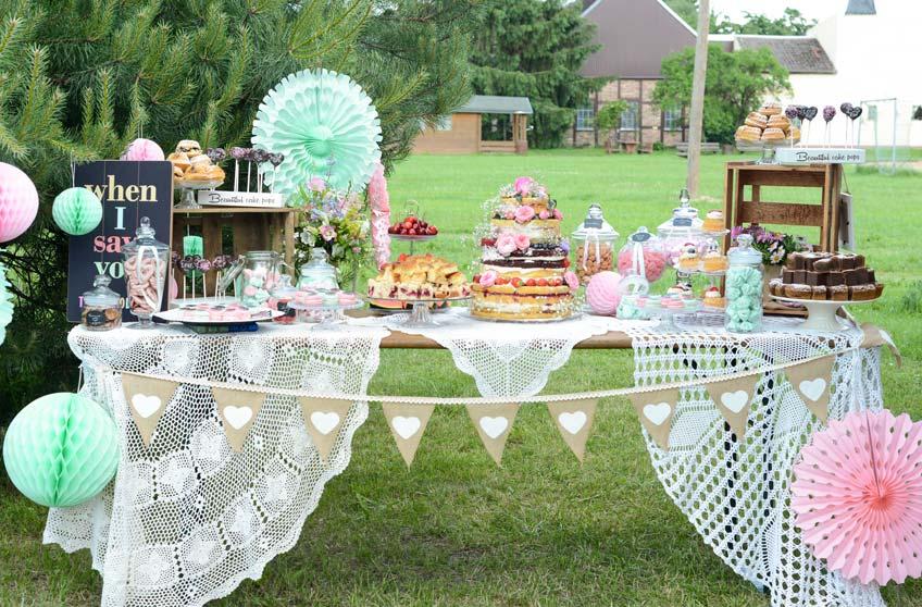 Günstige Hochzeitsdeko für die Candy Bar sind z.B. Tischdecken von zu Hause (c) Nadine Bartholdt Fotografie