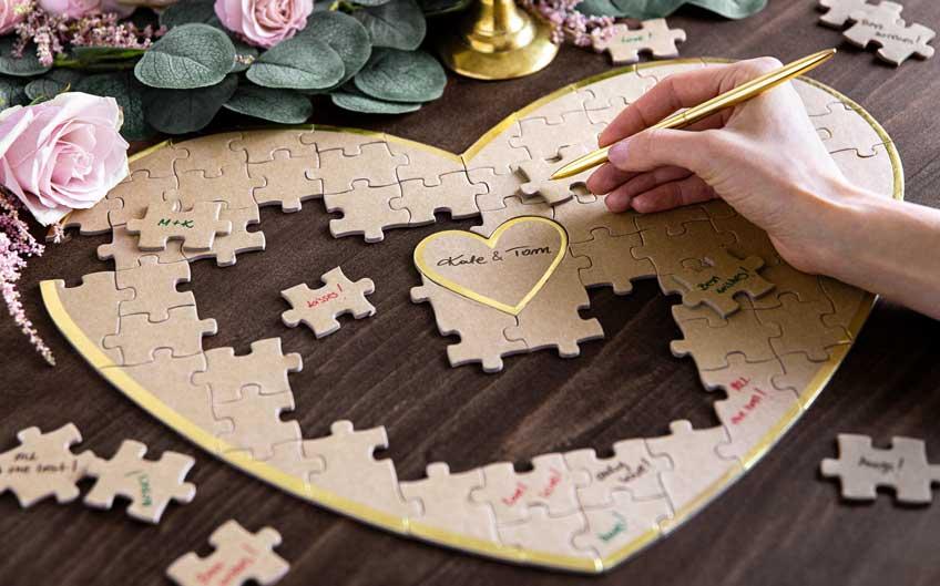 Schreibe deine Botschaft auf die Puzzleteile, die danach erst zusammengesetzt werden müssen