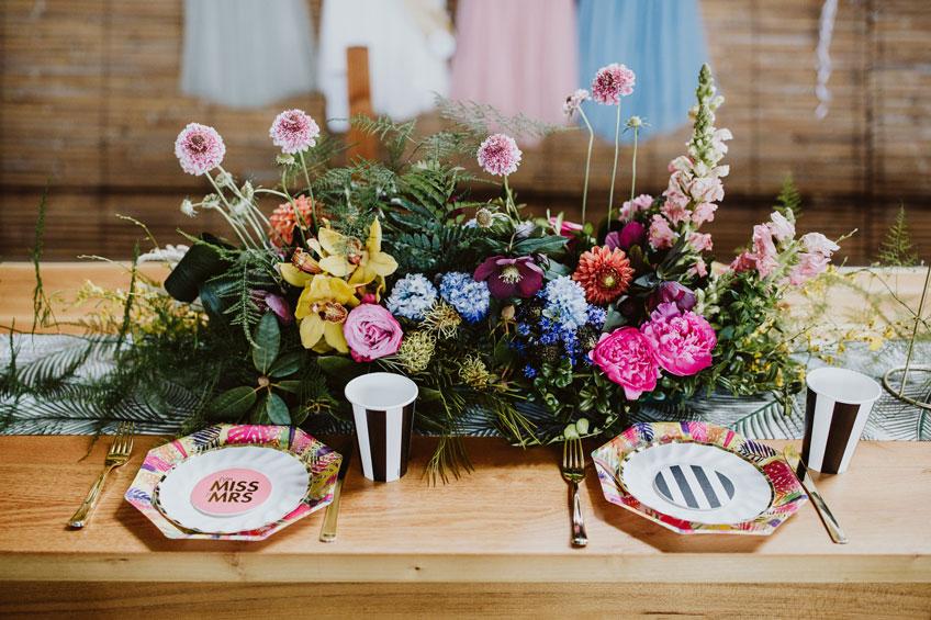 Tropische Tischdeko für deine sommerliche Bridal Shower