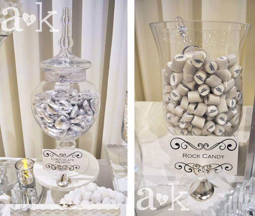 Silbern verpackte Schokoherzen und silbergraue Bonbons für die Silberhochzeit © a&k Lollybuffet