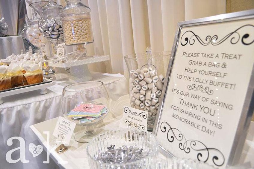 Eine Candy Bar zur Selbstbedienung auf der Silberhochzeit © a&k Lollybuffet