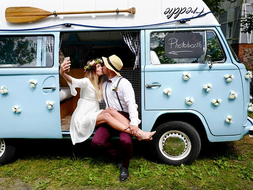 Auto als Photobooth zur Hochzeit - Improvisiere und spare Geld