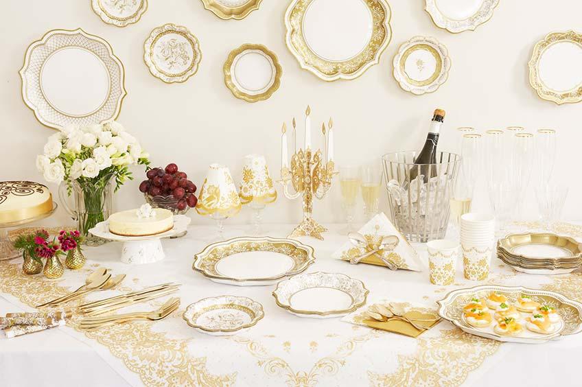 Elegant und erschwinglich ist das Partyporzellan und damit perfekt als Geschirr für die Goldene Hochzeit