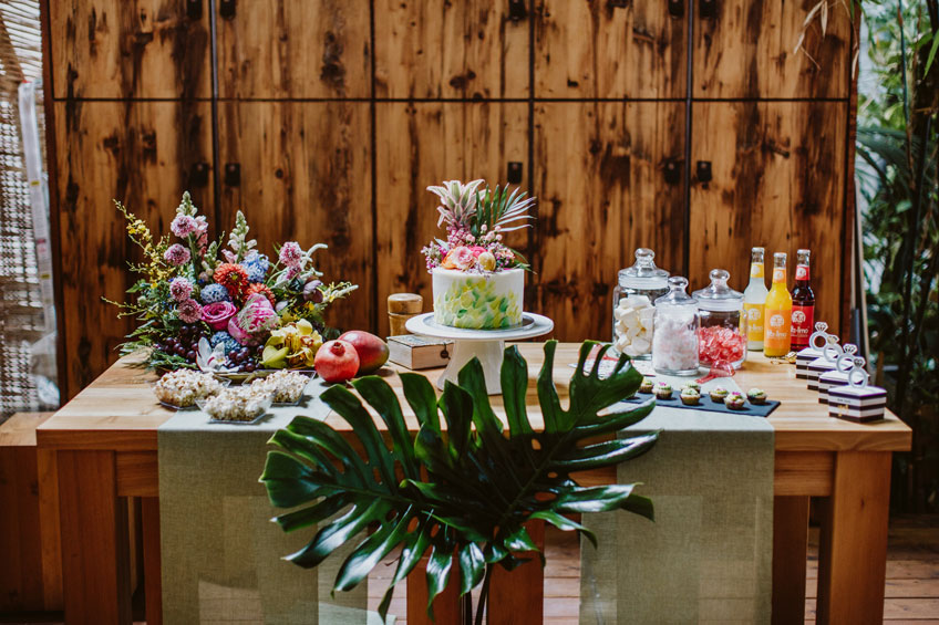 Sommerlicher Sweet Table für deine tropische Brautparty