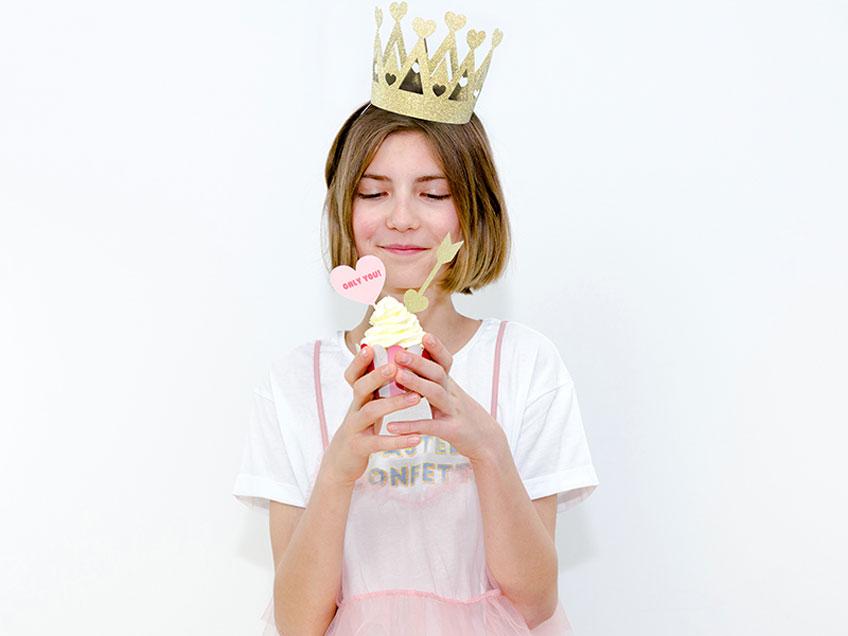 Dekorierte Cupcakes versüßen auch Kindern den Valentinstag