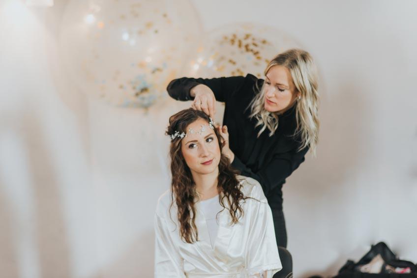 Dekorier auch den Ort, an dem du als Braut gestylt wirst - die Stimmung wird eine ganz andere sein! (c) Svetlana Kohlmeier Fotografie