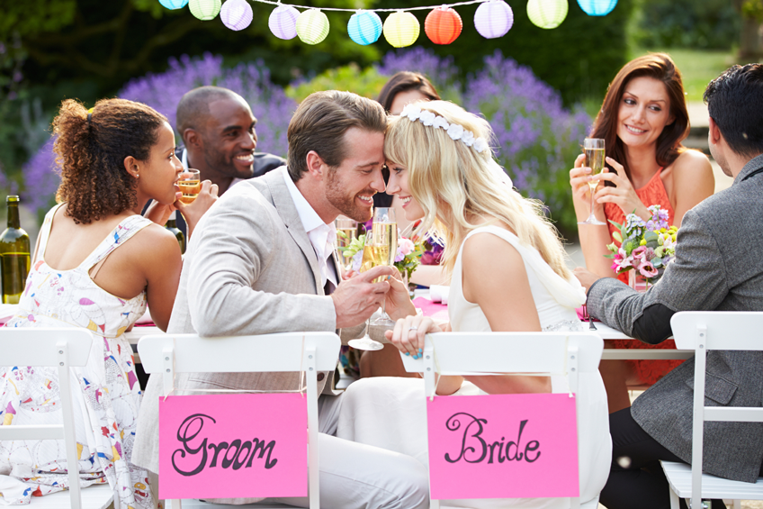 Ein lockerer Polterabend ist perfekt für alle Brautpaare, die gemeinsam Feiern möchten