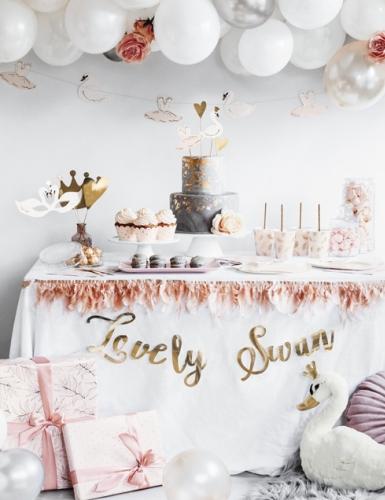 Feiere eine Brautparty wie im Märchen mit Schwanen-Deko