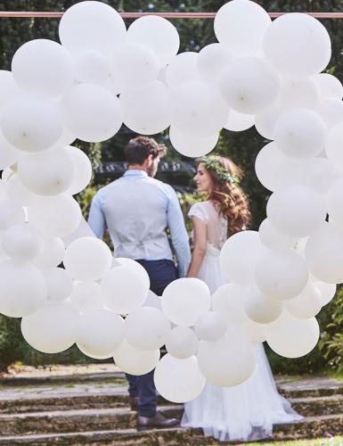 Schönes Ballonherz für die Festival-Hochzeit