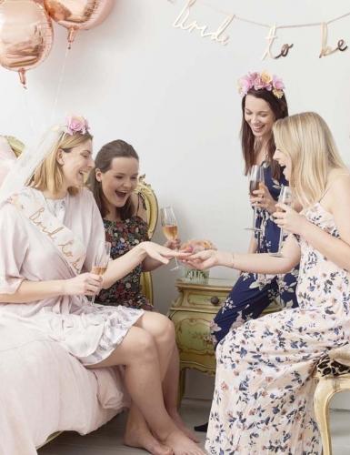Eine Bridal Shower ist perfekt um die Zeit vor der Hochzeit mit den Mädels zu genießen!