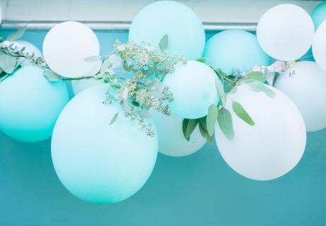 Tolles DIY für die Hochzeit: Ballongirlanden passen einfach zu jedem Stil!