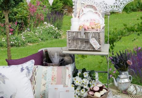 Schöne Deko für euer Braut-Picknick im Garten oder Park