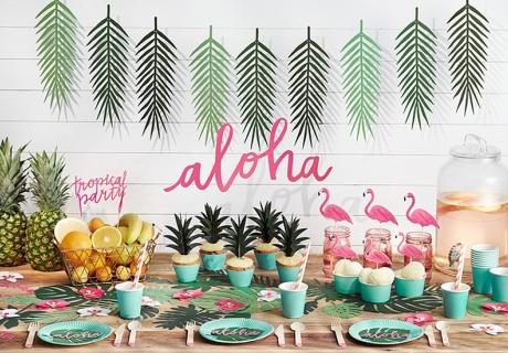 Tropisch bunte Brautparty mit Flamingos und Früchten