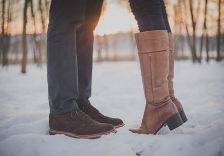 Romantischer Antrag im Winter - warum nicht bei einem Winter-Erlebnis? (c) freestocks.org