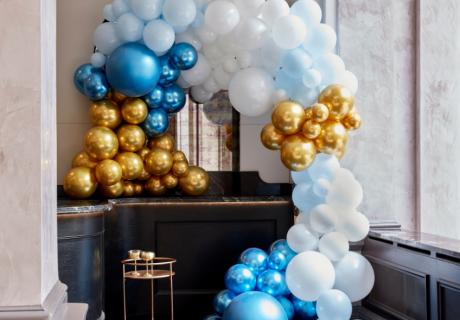 Ballongirlanden lassen sich an vielen Stellen einsetzen, um deine Gäste zu faszinieren