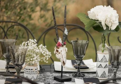 Blumen machen die Brautparty schön Boho und harmonisieren mit Ethno-Flair