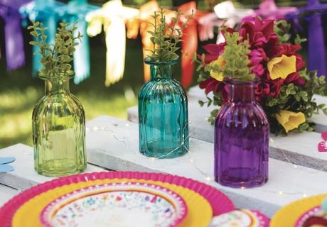 Dekorier deinen Tisch zur Brautparty mit spirituellem Charakter gern farbenfroh