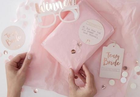 """Das Spiel """"Team Bride"""" ist eine schöne Spielidee für die Brautparty"""