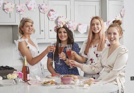 Blühend schön - Brautparty Brunch mit Sekt und floraler Deko