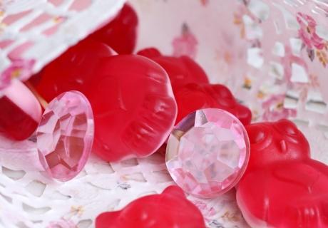 Hübsche Tortenspitzen mit Muster machen sich hervorragend als Candy Bags