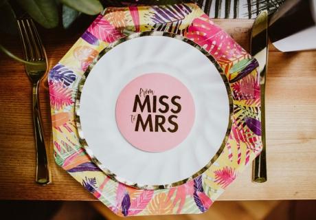 Flamingo Teller für die tropische Brautparty