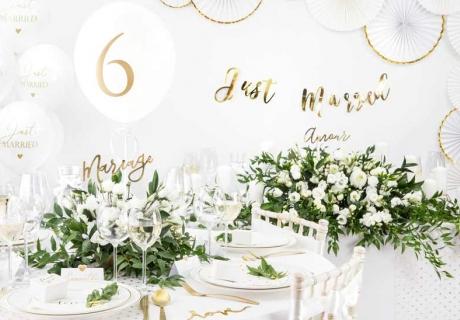Eleganz pur: Hochzeitsdekoration in Weiß mit goldenen Elementen