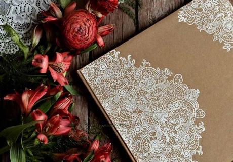 Ornamentvolles Gästebuch passend zur mystischen Moody Hochzeit