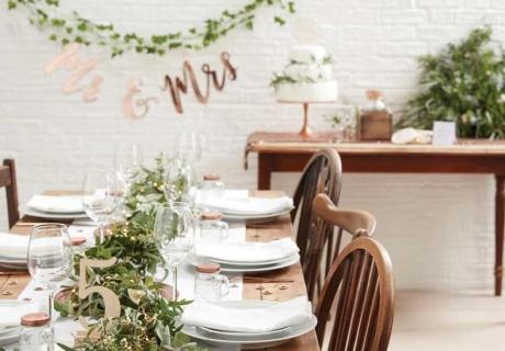 Dekoriere deine Hochzeit im Greenery Stil mit viel Eukalyptus und Efeu