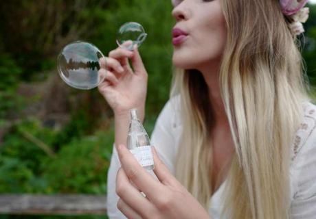 Seifenblasen sind vor allem für Hochzeiten im Freien einfach bezaubernd