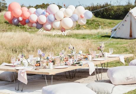 Auf der Wiese oder im heimischen Garten - ein tolles Boho-Brautparty-Picknick als entspannte JGA-Feier