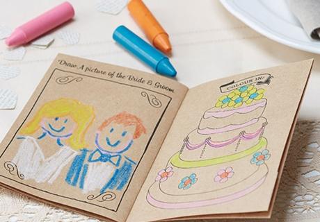 Zum Ausmalen, Rätseln und Spaß haben - Activity Books sind die perfekten Gastgeschenke für Kinder
