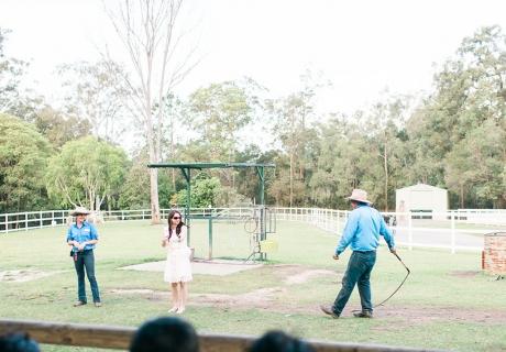 Hier kann die Bride-to-be noch etwas lernen. Die Ranger geben ihr eine kleine Extravorführung