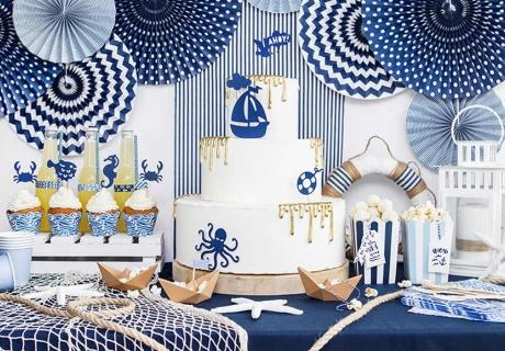 Adrettes Matrosenmuster und Meeres-Symbole für den Hochzeits-Sweet Table im maritimen Stil