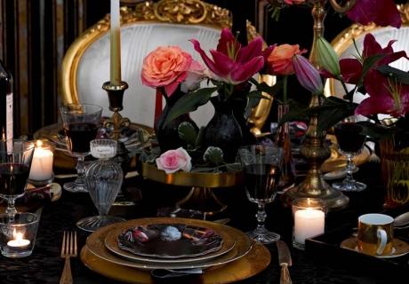 Zur Moody Hochzeit wird der Tisch opulent und fürstlich dekoriert