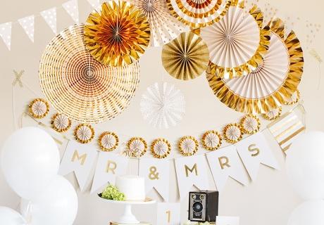 Der 50. Hochzeitstag ist die Goldene Hochzeit - deshalb passt auch Raumdeko in Gold perfekt
