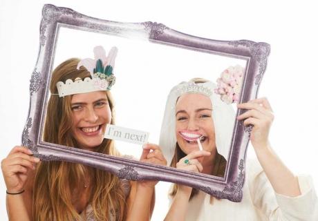 Witzige Photobooth-Schnappschüsse mit Familie und Freunden auf der Silberhochzeit