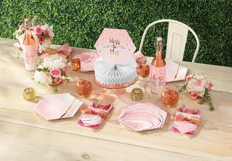 Rosé im Glas und als Deko - wundervoll für den Brunch zur Brautparty
