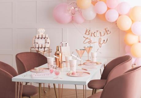 Dekoriere deine Bridal Spa Night und das Getting Ready in unaufdringlich zarten Farben